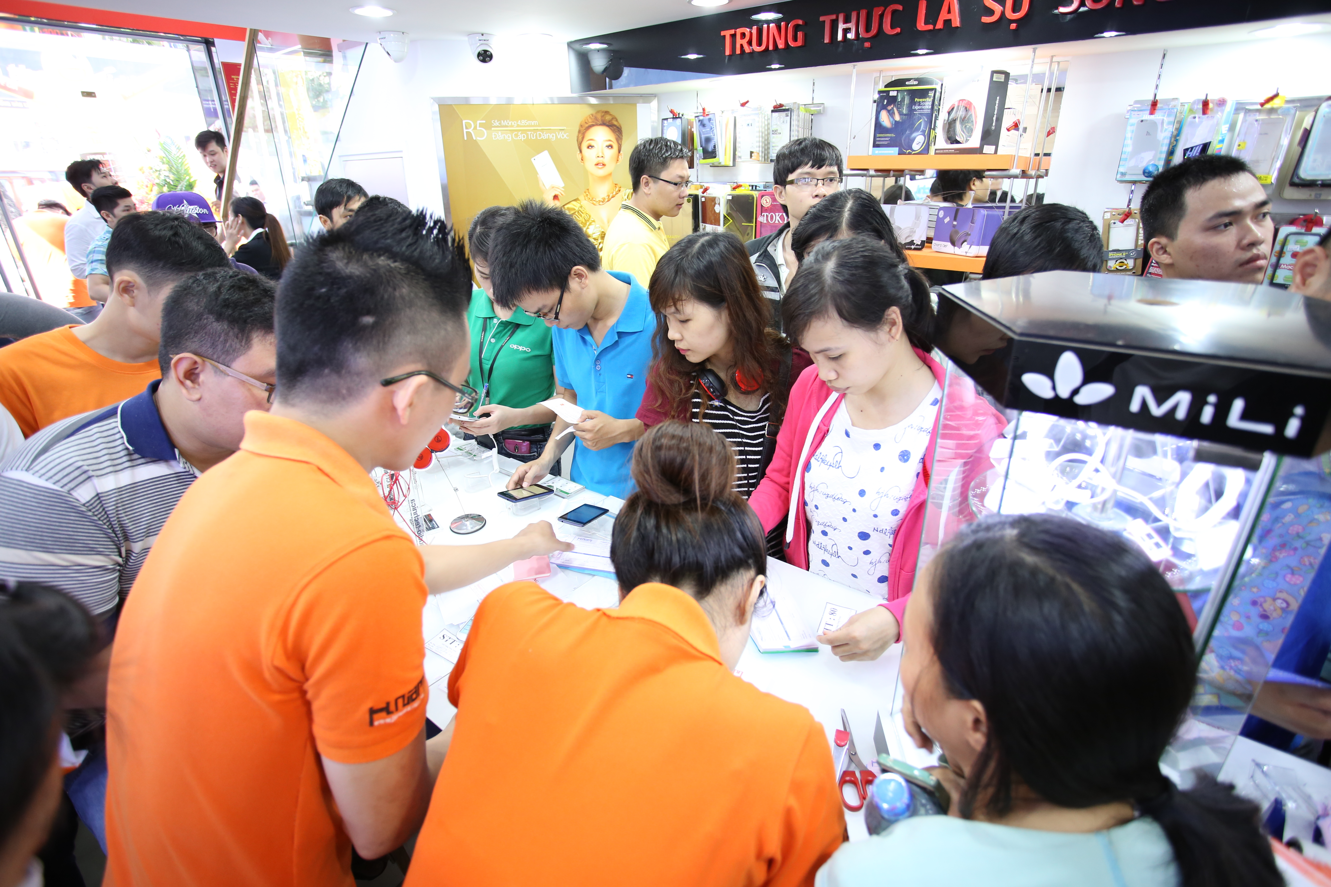 Hnam Mobile mở bán nước hoa chính hãng giá cực ưu đãi hình 3