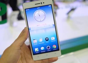 http://www.hnammobile.com/uploads/news/anh-thuc-te-smartphone-mong-nhat-the-gioi-oppo-r5---.jpg