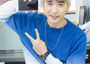 Ca sĩ Chi Dân tậu iPhone 6 Plus sớm nhất tại Hnam Mobile