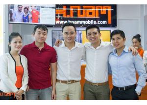 Hình ảnh bạn bè và đối tác chúc mừng khai trương Hnam Mobile thứ 11.