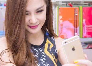 Hotgirl Kelly Nguyễn tậu iPhone 6 Gold sớm nhất tại Hnam Mobile